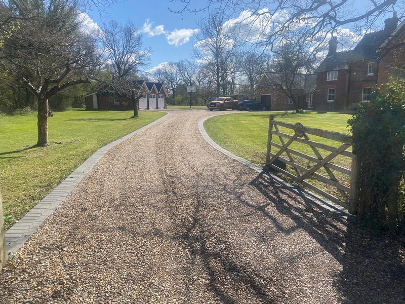 Lancashire Gravel Driveways - Charcoal Border